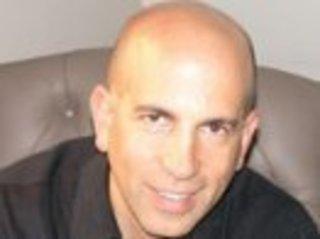 Стоматолог из города Вон, Канада, Пол Склодник, который...