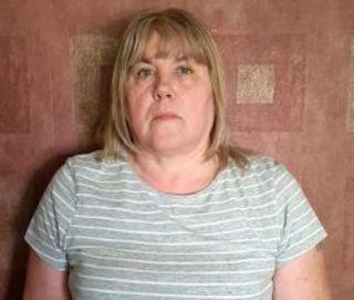 58-ми летняя Диана Винкворт из Англии лишилась одного зуба по ...