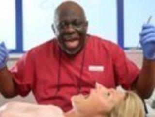 56-ти летний стоматолог-хирург из графства Южный Йоркши...