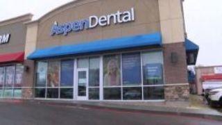 Во время обычной процедуры отбеливания зубов в стоматологичес...