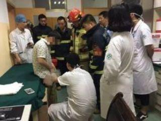 37-ми летний житель Китая обратился в больницу за помощью, та...