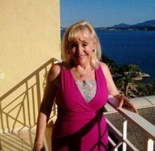 65-ти летняя жительница Лондона Кристин Картер-Стефенсон получ...